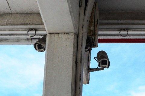 KAMERA: Overvåkingskamera brukes gjerne der det er sannsynlig at noe kriminelt kan skje, som for eksempel ved butikker og bensinstasjoner, der man vet at det forekommer tyverier.