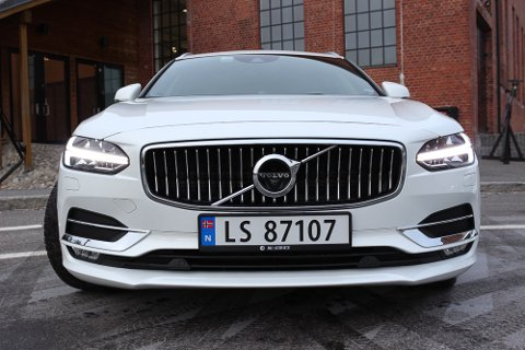 Blikkfang: De T-formede «Tors Hammer»-frontlyktene gjør den nye Volvoen gjenkjennelig på veien.