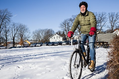 For mye stillesitting: Folkehelsesjef i Vestfold fylkeskommune, Rune Kippersund, synes det er skremmende mye inaktivitet blant vestfoldinger. Han tror løsningen er å legge til rette for og inspirere til enda mer hverdagsaktivitet. Selv sykler han til jobb hver dag.