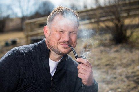 GUTTEN I RØYKEN: Erik Grytnes jakter kjærligheten. Er du den han leter etter?