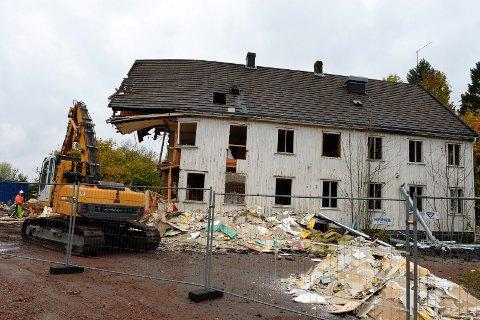 Gamle Oserød pleiehjem ble revet, til tross for kraftige protester.