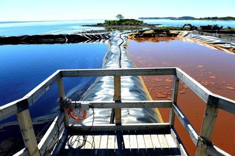 RENSER VANNET: Alt overvann på anleggsområdet blir samlet i disse bassengene og renses før det slippes ut i fjorden på 12 meters dyp.
