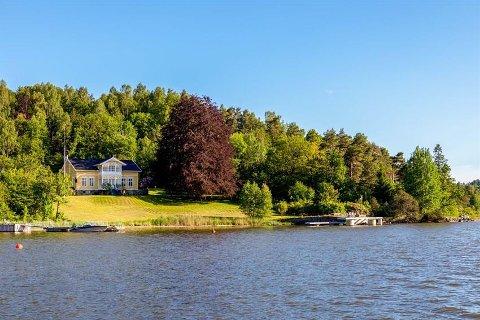 HERSKAPELIG: Hellaveien 24 på Nøtterøy med sveitservilla fra 1897 er til salgs for 21,5 millioner kroner.