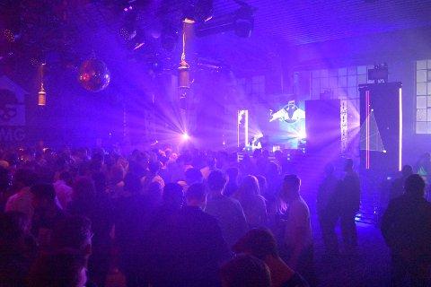 LIVET ER EN FEST: Ifølge en britisk spørreundersøkelse burde du slutte å dra på nattklubb etter en viss alder.