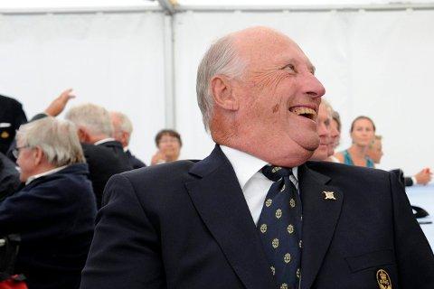 HANS MAJESTET KOMMER: Kong Harald kommer til Oslofjorden Convention Center.