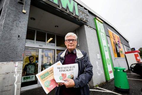 Thorleif Blatt stiller spørsmål ved hvorfor stadig flere matvarer pakkes inn i plast. Foto: Tom Gustavsen