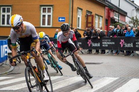 VANT: Jon Anders Bekken (til høyre) vant gateritt på Hamar sist helg. Fra neste sesong blir han sykkelproff i Team Coop.