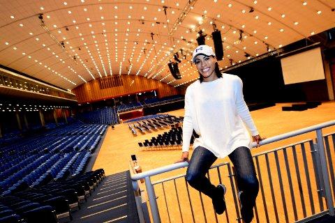 FÅ IGJEN: Cecilia Brækhus møter svenske Mikaela Laurén i Oslofjord Convention Center lørdag kveld. Listen med forkamper er halvert etter at flere av bokserne har trukket seg.