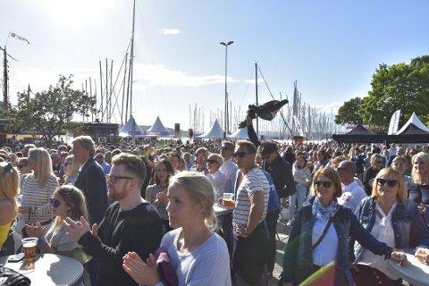 FOLKEFEST: Ca. 5.000 overvar konserten på Honnørbrygga, som var høydepunktet under fjorårets Færderfestival. Arrangørene håper på enda flere folk i år.