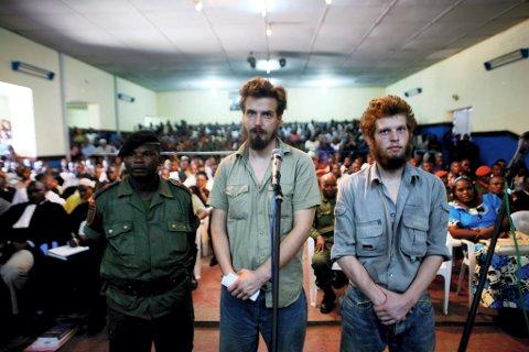 I KONGO: I august 2009 sto Joshua French (til høyre) sammen med kameraten Tjostolv Moland, for retten i Kisangani, tiltalt for blant annet mord.