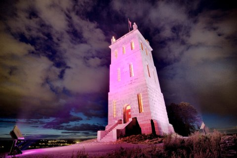 FRA ROSA TIL GRØNT: Slottsfjellstårnet får ny farge igjen.