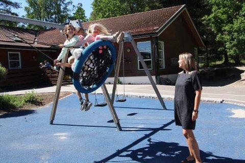 HAR SOLGT: Marion Berg har solgt akjsene i Tiriltoppen barnehage, men vil fortsette som daglig leder av Tiriltoppen barnehage fram til 1. januar.