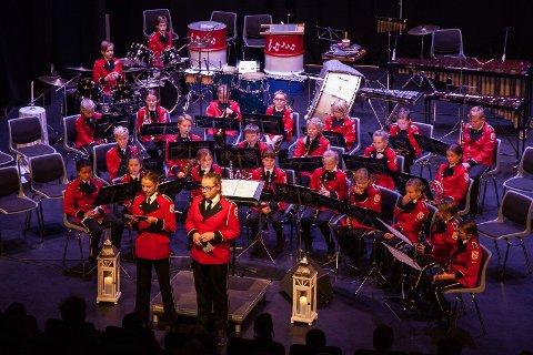 Juniorkorpset på scenen