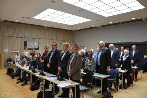 TYPISKE? Den typiske norske kommunepolitikeren er en etnisk norsk mann på 50 år som tjener over 50 prosent mer enn gjennomsnittet av befolkningen, påpeker forfatterne, som mener dette er et demokratisk problem. Her fra Færder kommunestyre.