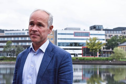 MÅ GJØRE MER: Kunnskapsminister Jan Tore Sanner er betenkt på videregående-Vestfolds vegne.