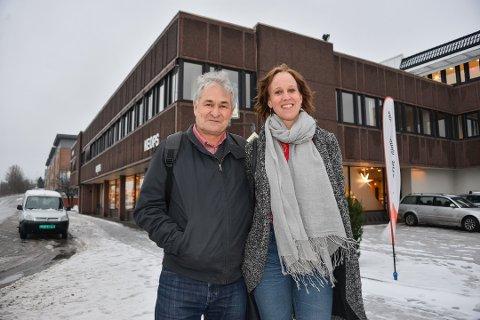 FLYTTER INN: Harald Johansen og Solveig Hals i Utdanningsforbundet i Telemark er glad for at det nye hovedkontoret legges til Porsgrunn - og andre etasje i det gamle bankbygget.