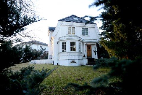 KAN RIVES: Villaen fra slutten av 1920-årene, som ble tegnet av arkitekt Erik Finn Eikrann, kan rives fortsatt rives, men blir ikke erstattet med forslahet om ti nye flermannsboliger.