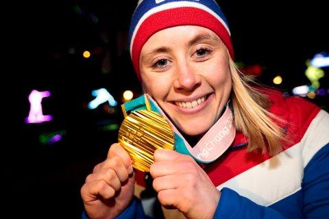 FEST: Ragnhild Haga og de andre norske gullvinnerne hadde mye å juble for i Pyeongchang, men et vinter-OL på norsk jord kan bli en mye større folkefest, tror Martin Hay.
