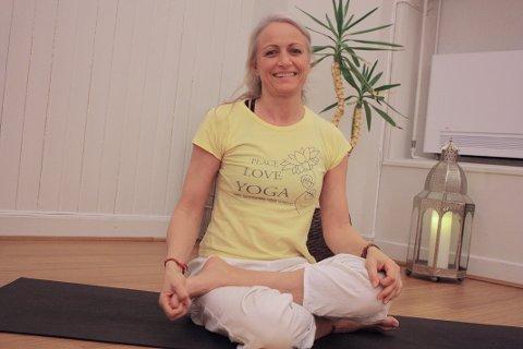 VIL HJELPE: Nina Nesheim, daglig leder for Tønsberg Yoga, skal samarbeide med Kirkens Bymisjon og begynner etter påske med yogaundervisning for rusavhengige i Tønsberg.