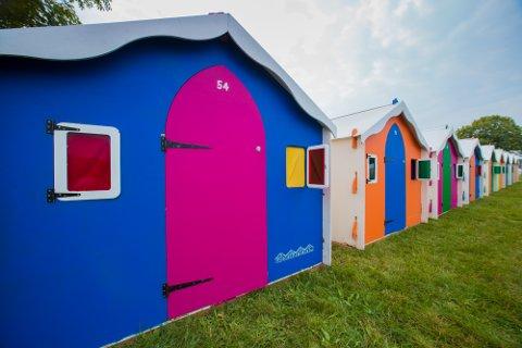 FARGER: Du skal ikke ha problem med sterke farger om du ønsker å leie deg en liten hytte under Slottsfjell. Foto: Podpads.com/Slottsfjell