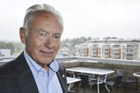 REAGERER: Det er ikke lenge siden fylkestinget mente det hastet med en ny og bedre tverrforbindelse fra Revetal mot Skoppum Vest og Bakkenteigen, sier Thorvald Hillestad (Sp).