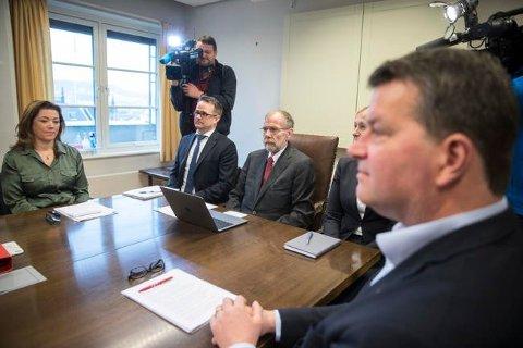 LO-leder Hans-Christian Gabrielsen og NHO-leder Kristin Skogen Lund møter Riksmekler Nils Dalseide 4. april. Mekler Mats Rudland (t.v for Dalseide).