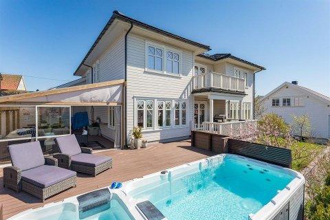 – Det er nesten ikke konkurranse på boligmarkedet, sier megler Tor Fredrik Westrum Lindman om denne eneboligen på Solvang.