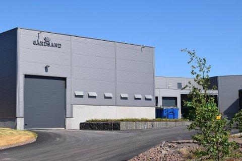 SOLGT: En eiendomsinvestor med tilhold utenfor Vestfold er ny eier av Gårdsand-lokalene på Linnestad. Bedriften blir værende i lokalene.