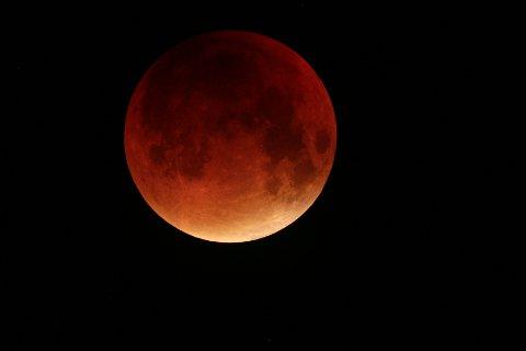 TOTAL FORMØRKELSE: Månen 28. september.