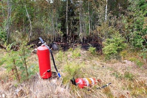 En nabo som kom først til brannstedet fikk dempet flammene med brannslukkingsapparater.