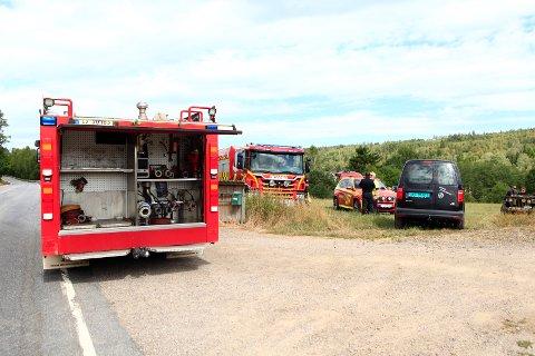 Brannmannskaper både fra Kopstad og Hvittingfoss rykket ut til skogbrann nord i Re kommune.