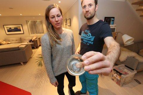 - EKKELT: Tone Prøsch-Bilden og Hans Prøsch fikk sjokk da de kort tid etter huskjøpet oppdaget at huset var fullt av skjeggkre. Foto: Rune Endresen