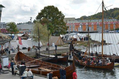 VIKINGFEST: Til tross for gråværsdager, var det opphold på vikingfestivalen søndag formiddag.