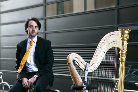 VANT KONKURRANSE: Uno Alexander Vesje gjør suksess med harpemusikken sin.