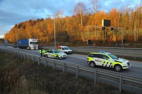 Trafikken gikk sakte forbi ulykken ved Liertoppen. Bilister på vei til jobb i Oslo ble kraftig forsinket.