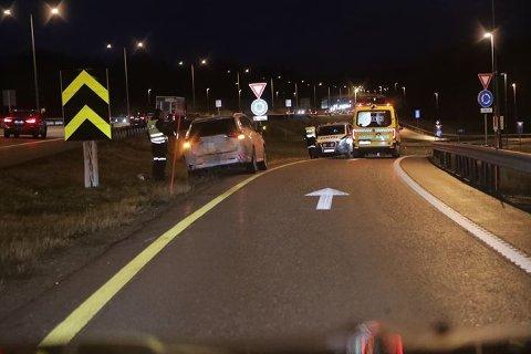 GLATT: En av de to bilene som var involvert i ulykken på E18 i morgentimene. Politiet opplyser om at det var glatt i området.