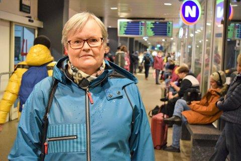 FIKK NOK: Marite Juul pendler mellom Veierland og jobben på Presterød ungdomsskole. Nå dropper hun bussen til fordel for sykkel, irritert over det hun mener er dårlig kundebehandling fra Vestfold Kollektivtrafikk.