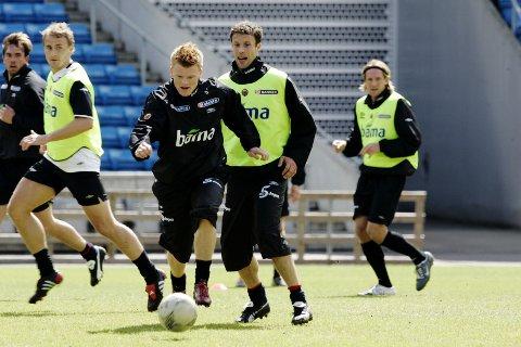 FOTBALLPROFILER: John Arne Riise og Ronny Johnsen  i aksjon under fotball-landslagets trening på Ullevaal Stadion i sine glansdager.