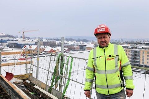 - IKKE MED: Roar Hidles firma Stokke Bygg AS er medlemmer av Sandefjord Næringsforening, men ikke en medbyggerbedrift, hevder Anna Furhoff Jensen.