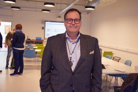 TROR PÅ TØNSBERG: Fylkesmann Per Arne Olsen tror på Tønsberg som fotballby og det prosjektet FK Eik Tønsberg er.