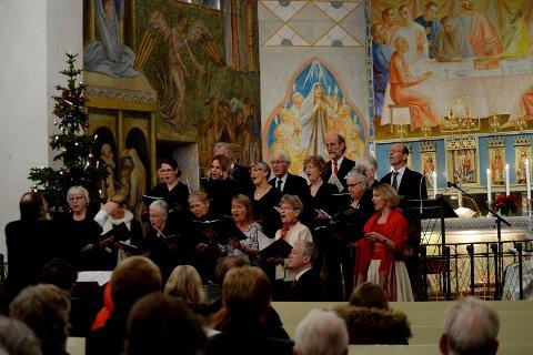 TRADISJON SÅ DET HOLDER: I romjulen blir det arrangert «Carol Evening» i totårnskirken i Slagendalen, og det for 40. gang. Her fra fjorårets konsert.