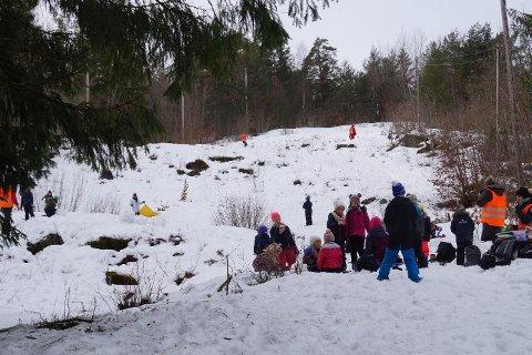 AKEDAG: Både barn og voksne har tatt i bruk bakken under de to snøfallenei høst.