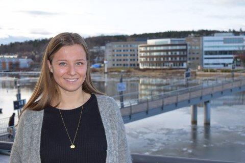 FORSLAG: Det må bli lettere for ungdom å ta kontakt med helsesykepleieren, mener Karoline Aarvold (H).