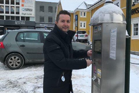 Uten gateparkering dør sentrum, hevdes det. For Høyre er det viktig å ha to tanker i hodet samtidig, skriver Anders S. Larsen