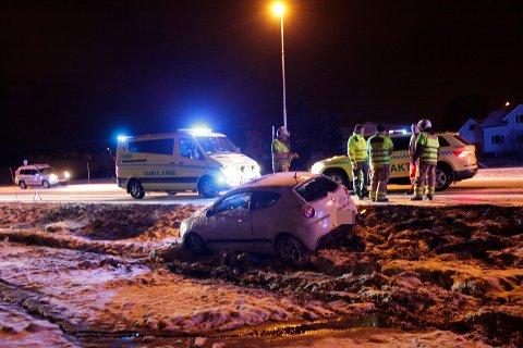 Det er glatt på veiene og politiet ber bilister kjøre forsiktig.