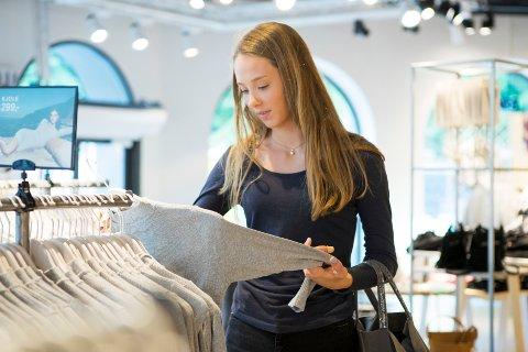 Økte priser på klær bidro på månedsveksten i KPI.