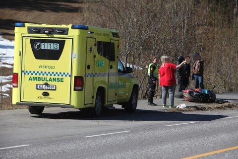 ULYKKE: Ambulanse var første nødetat på ulykkesstedet.