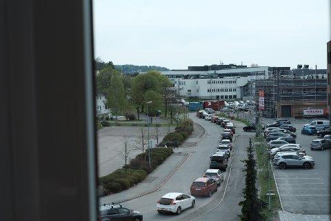 FULL STOPP: Slik ser det ut fra vinduene hos Fylkesmannen i Vestfold og Telemark tirsdag ettermiddag.