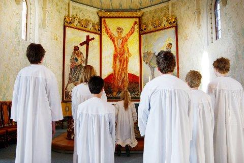 SYNKENDE: Færre og færre konfimerer seg kirkelig. Lavest andel er det i Oslo, der bare 27 prosent av 15-åringene ble konfirmert i kirken i fjor.