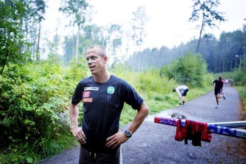 FORSLAG: Rektor Fredrik Aukland er stolt av innsatsen elevrådet har gjort for å trygge ferdselen langs Syrbekkveien, og har foreslått dem til Trafikksikkerhetsprisen for 2018.
